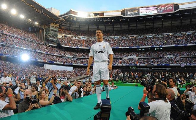 9 năm Ronaldo ở Real: Đến như một siêu sao, ra đi như một tượng đài - 1