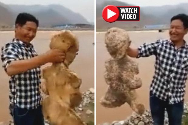 Video: Sinh vật biển trông như người gây kinh hãi vì cử động - 1