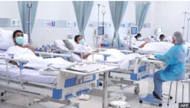 Các cậu bé trong đội bóng Thái Lan được chăm sóc y tế ra sao sau khi ra khỏi hang? - 1