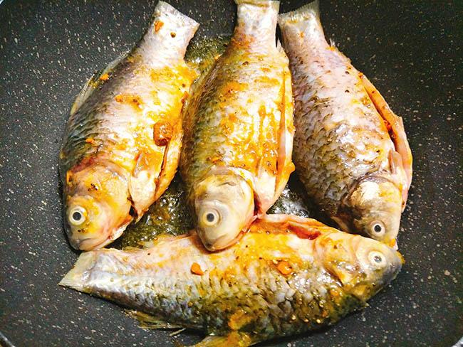 Vét sạch nồi cơm với cá kho nghệ thơm nức mũi - 6