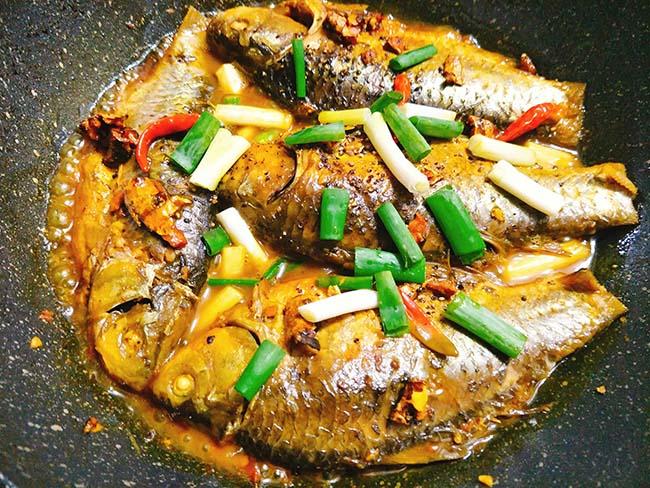 Vét sạch nồi cơm với cá kho nghệ thơm nức mũi - 7