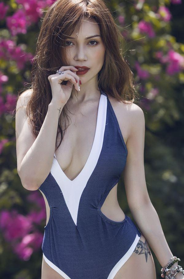 """""""Nấm lùn sexy"""" Sĩ Thanh: Mặc nội y tắm biển, lộ ra sẽ kém duyên - 1"""