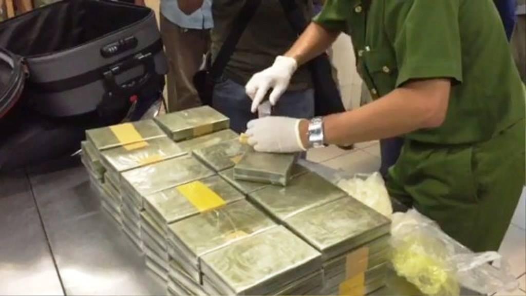 """Phá """"tập đoàn"""" ma túy khủng nhất từ trước tới nay ở SG, thu 179 bánh heroin - 1"""