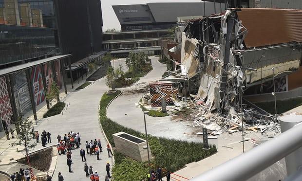 Sốc với cảnh trung tâm thương mại tự dưng đổ sập tan tành ở Mexico - 1