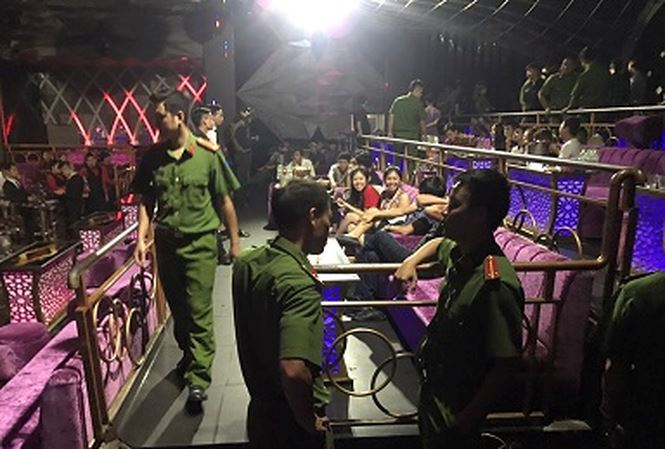 Gần trăm dân chơi bị phát hiện bay lắc trong bar lúc rạng sáng - 1