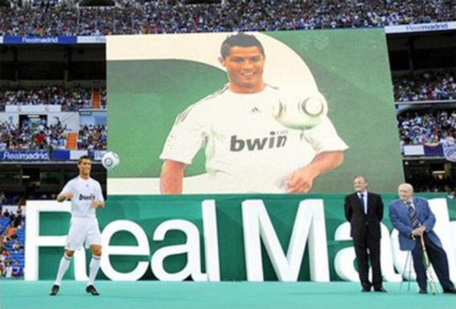"""Ronaldo đổ bộ Juventus: Ra mắt kiểu """"bình dân"""", liệu có phật lòng? - 1"""