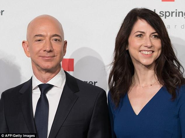 """Jeff Bezos tiếp tục cho Bill Gates """"hít khói"""", trở thành tỷ phú giàu nhất lịch sử đương đại - 1"""