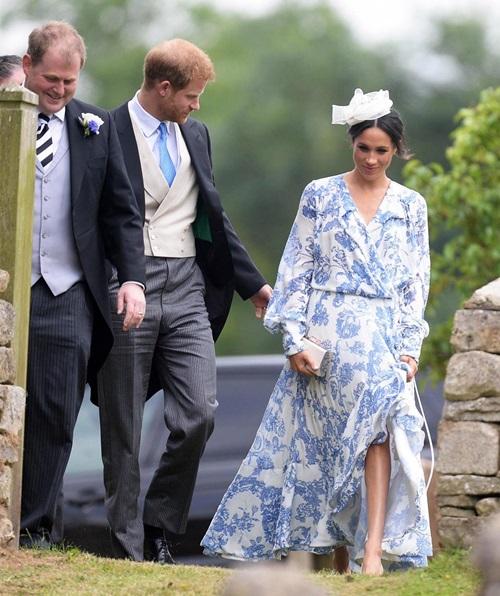 Làm dâu hoàng gia mới 2 tháng, Meghan Markle đã chi gần 5 tỷ mua váy áo - 3
