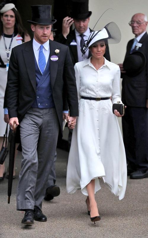 Làm dâu hoàng gia mới 2 tháng, Meghan Markle đã chi gần 5 tỷ mua váy áo - 2