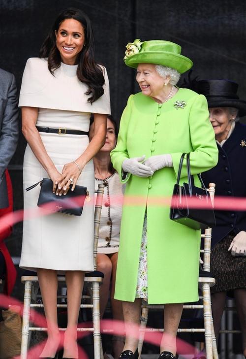 Làm dâu hoàng gia mới 2 tháng, Meghan Markle đã chi gần 5 tỷ mua váy áo - 9