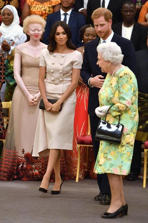 Làm dâu hoàng gia mới 2 tháng, Meghan Markle đã chi gần 5 tỷ mua váy áo - 6