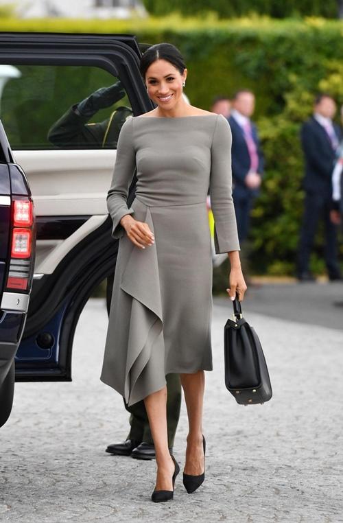 Làm dâu hoàng gia mới 2 tháng, Meghan Markle đã chi gần 5 tỷ mua váy áo - 11