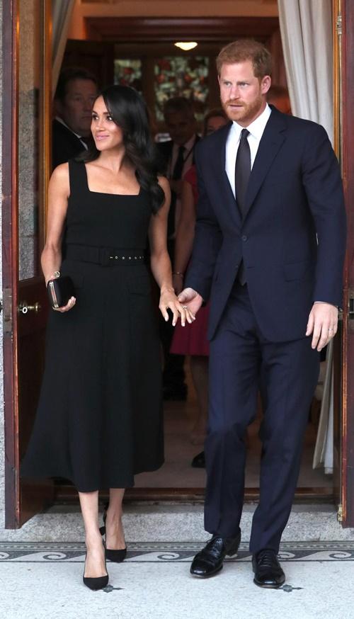 Làm dâu hoàng gia mới 2 tháng, Meghan Markle đã chi gần 5 tỷ mua váy áo - 14