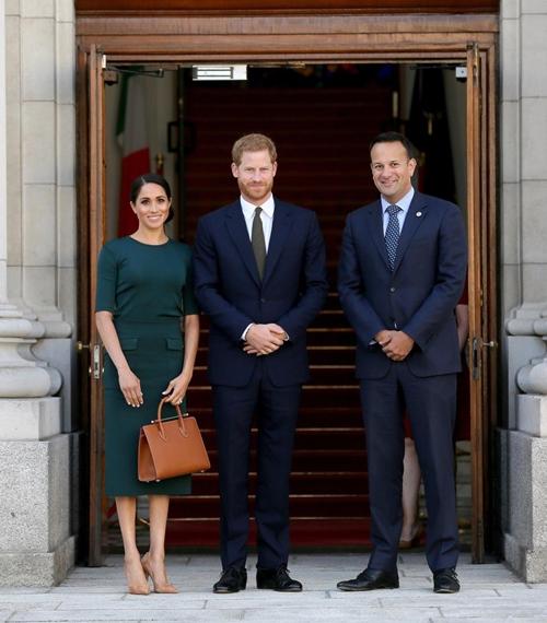 Làm dâu hoàng gia mới 2 tháng, Meghan Markle đã chi gần 5 tỷ mua váy áo - 13