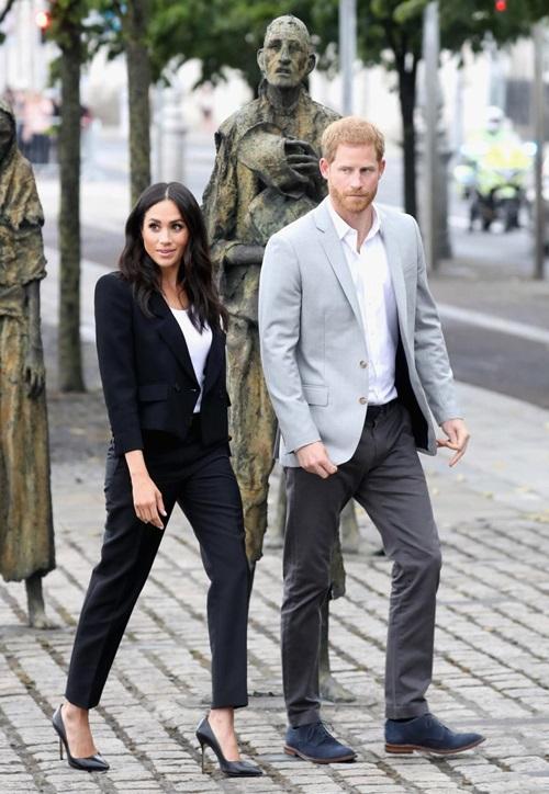 Làm dâu hoàng gia mới 2 tháng, Meghan Markle đã chi gần 5 tỷ mua váy áo - 12