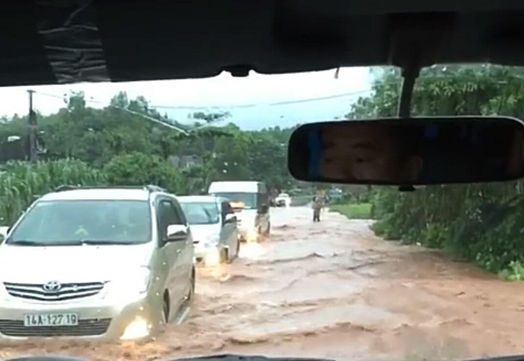 Mưa dồn dập vì bão số 3, lũ dâng cao khắp nơi ở Quảng Ninh - 3