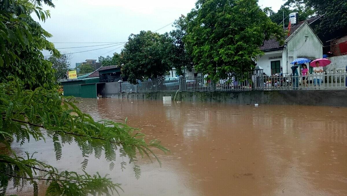 Mưa dồn dập vì bão số 3, lũ dâng cao khắp nơi ở Quảng Ninh - 4