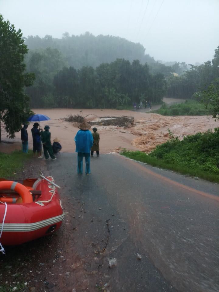 Mưa dồn dập vì bão số 3, lũ dâng cao khắp nơi ở Quảng Ninh - 8
