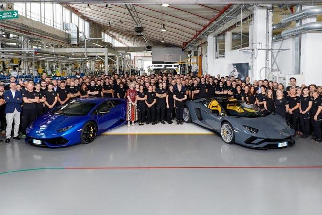 Lamborghini cán mốc 8000 chiếc Aventador và 11000 chiếc Huracan - 1