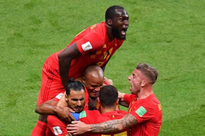 Lukaku lấn át Hazard