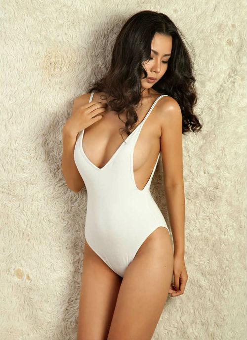 Người mẫu mặc bikini đón U23 VN từng nhập viện vì giảm cân sai cách - 3