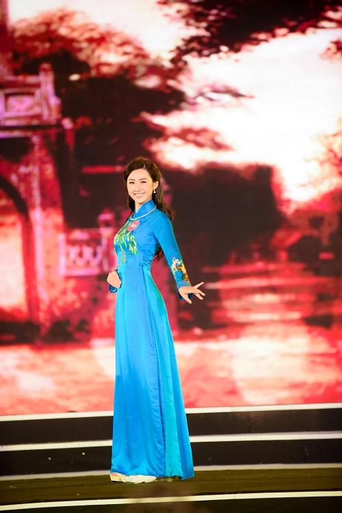 Chung khảo Hoa hậu VN: Lộ diện 25 cô gái tài sắc nhất miền Bắc - 4