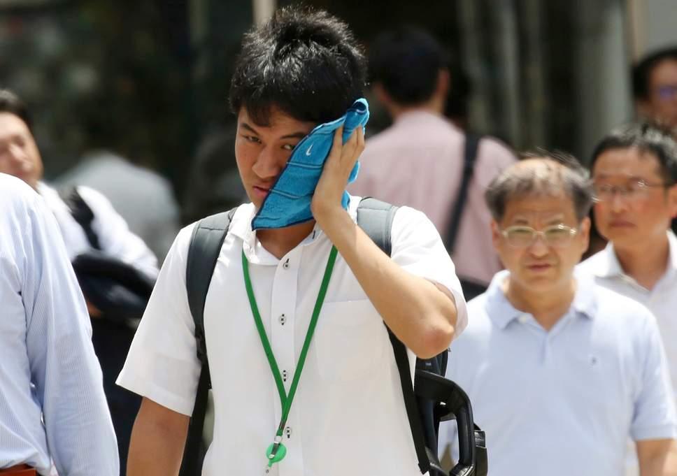 Nhật: Nắng nóng chết hàng loạt người, khủng khiếp nhất trong 122 năm - 1