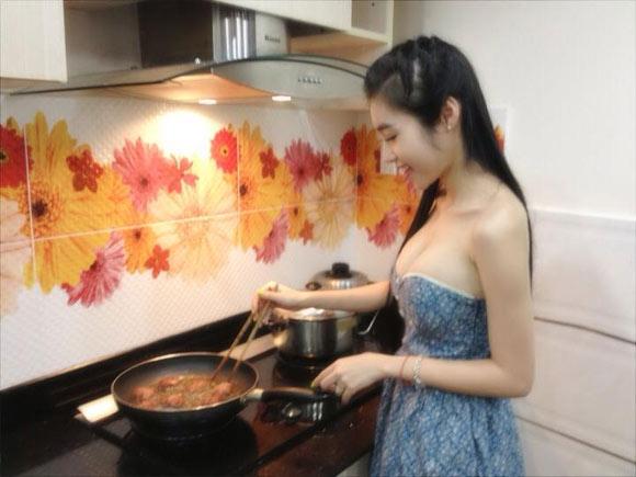Đồ ở nhà cũng phải gợi cảm của Elly Trần, Ngân 98, Angie Vũ Hà - 3