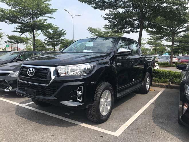 Toyota Hilux 2018 lộ diện ảnh thực tế từ đại lý, giá bán từ 695 triệu đồng - 2