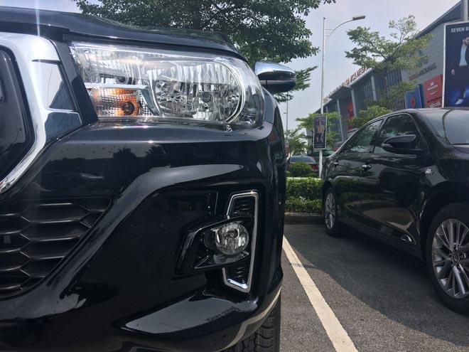 Toyota Hilux 2018 lộ diện ảnh thực tế từ đại lý, giá bán từ 695 triệu đồng - 4