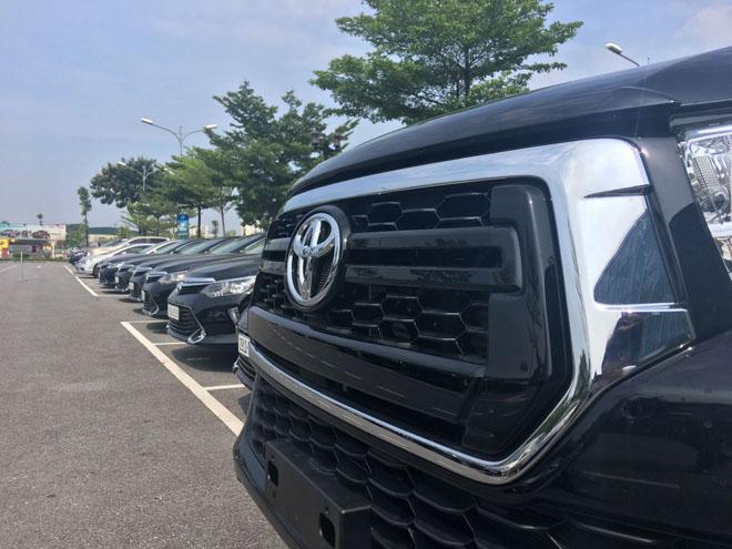 Toyota Hilux 2018 lộ diện ảnh thực tế từ đại lý, giá bán từ 695 triệu đồng - 10