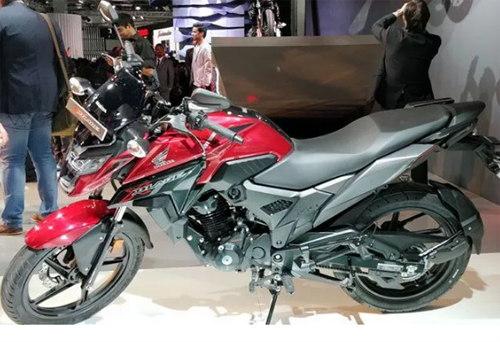 """Honda X-Blade 160: """"Giá mềm"""", đối thủ nặng ký của Suzuki Gixxer 150 - 3"""