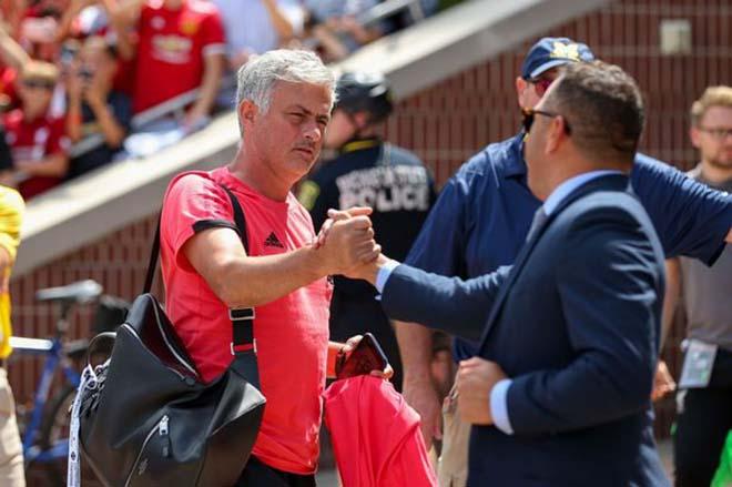MU giao hữu tồi tệ: Mourinho bị sa thải vì lời nguyền năm thứ 3? - 3