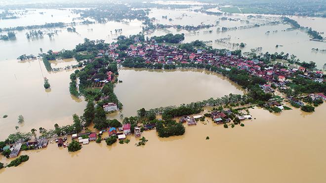 Toàn cảnh ngập lụt kinh hoàng ở Chương Mỹ nhìn từ flycam - 2