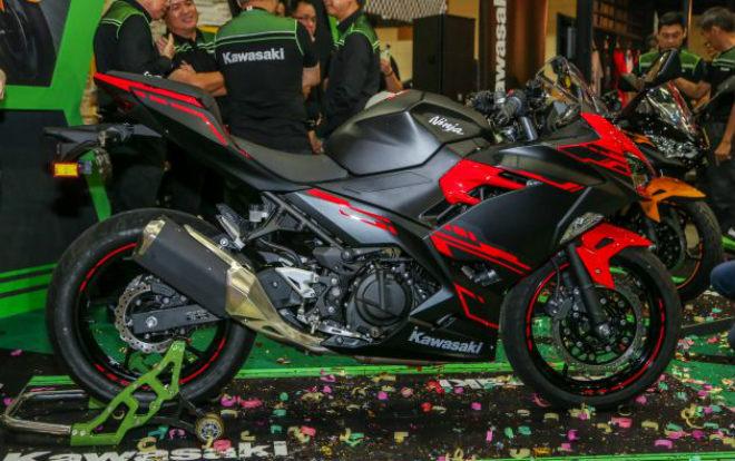 Kawasaki trình làng Ninja 250 2018 giá từ 5.670 USD - Hình 1
