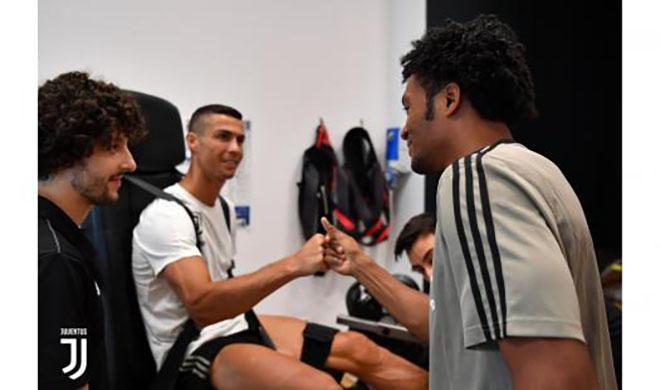 """Ronaldo chưa đá ra mắt Juventus đã bị kẻ thù """"Bà đầm già"""" chọc tức - 7"""