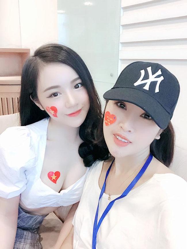 """U23 Việt Nam đại thắng Palestine: """"Hot girl ngủ gật"""" quá xinh đẹp gây sốt sân Mỹ Đình - hình ảnh 3"""