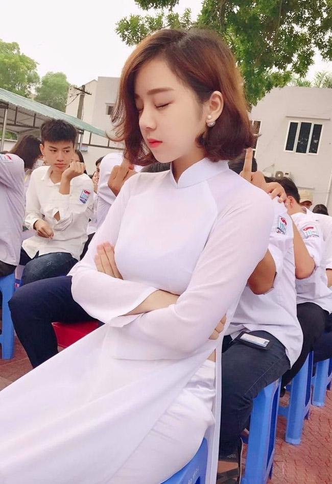 """U23 Việt Nam đại thắng Palestine: """"Hot girl ngủ gật"""" quá xinh đẹp gây sốt sân Mỹ Đình - hình ảnh 7"""