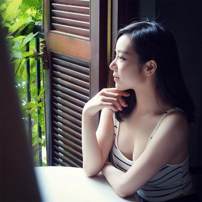 """U23 Việt Nam đại thắng Palestine: """"Hot girl ngủ gật"""" quá xinh đẹp gây sốt sân Mỹ Đình - hình ảnh 24"""