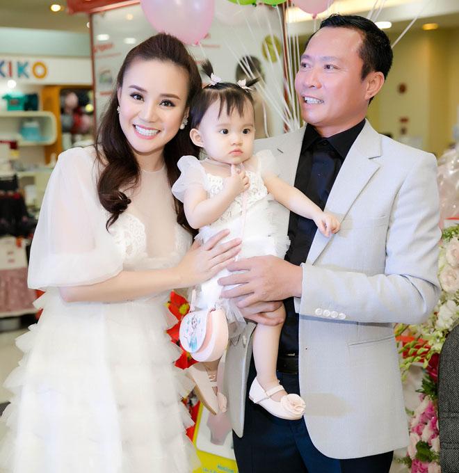 Chồng đại gia của Vy Oanh hiếm hoi xuất hiện bên vợ, khoe hai con giống hệt bố - hình ảnh 8