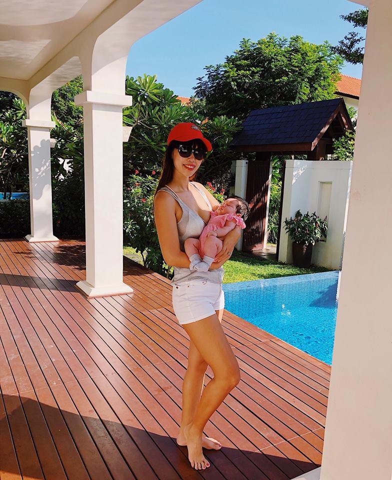 """Siêu mẫu Hà Anh mặc bikini khoe vòng 1 """"khủng"""" sau sinh con cho chồng Tây - hình ảnh 5"""