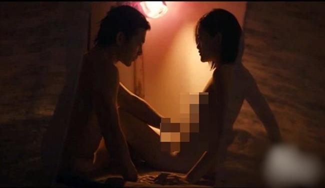 """Cảnh nóng sập giường, thật như đời khiến mỹ nhân Việt """"gặp hoạ"""" - hình ảnh 10"""