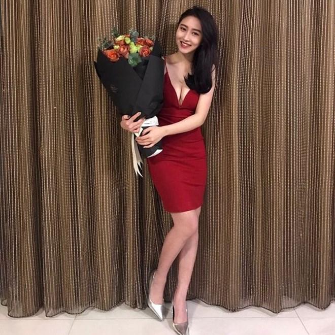 """Mỹ nữ gốc Việt gây """"náo loạn"""" tại sự kiện ở Đài Loan vì quá sexy - hình ảnh 13"""