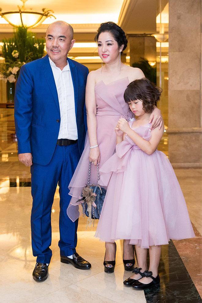 Bộ ảnh cưới lần đầu tiết lộ của con gái nghệ sĩ Hồng Vân