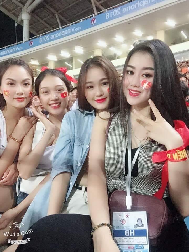 """""""Đứng hình"""" với dàn hot girl đến sân Mỹ Đình """"thả tim"""" cho U23 Việt Nam - hình ảnh 7"""