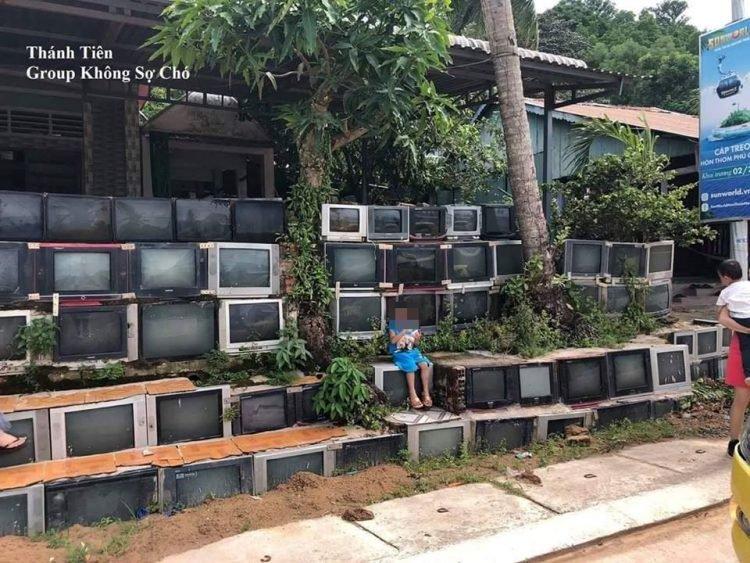 Ảnh hàng rào bằng ti vi cũ ở Việt Nam được lên báo nước ngoài - hình ảnh 3
