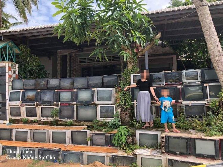 Ảnh hàng rào bằng ti vi cũ ở Việt Nam được lên báo nước ngoài - hình ảnh 4