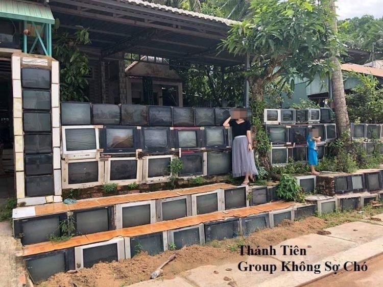 Ảnh hàng rào bằng ti vi cũ ở Việt Nam được lên báo nước ngoài - hình ảnh 1