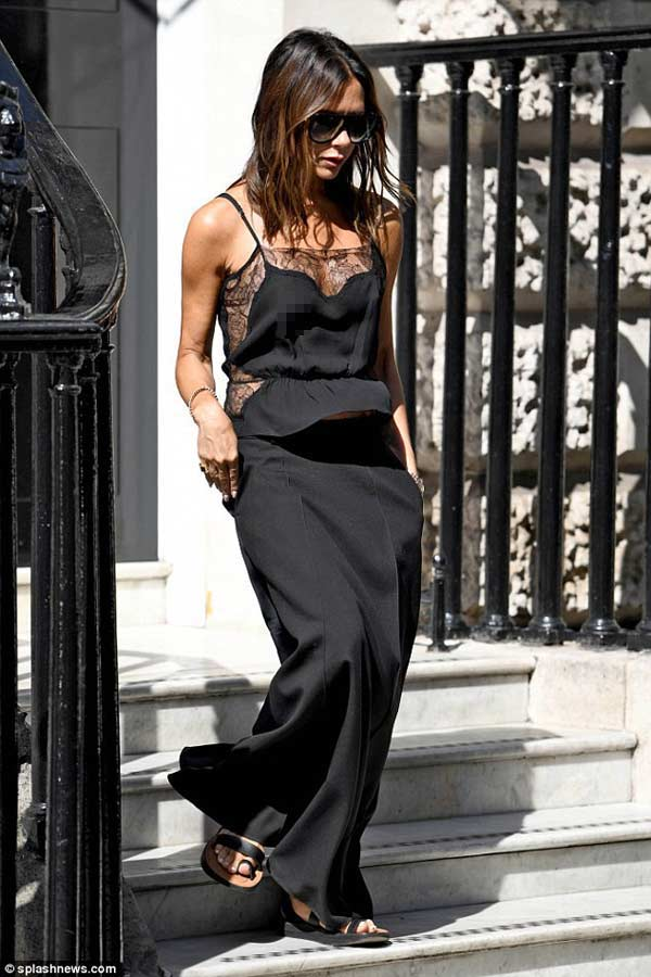 """Victoria Beckham: Nữ hoàng """"thả rông"""" vẫn thanh lịch - hình ảnh 2"""
