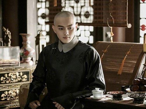 """Phong cách """"Phó Hằng"""" – mỹ nam đầu trọc khiến chị em Việt mê mẩn? - hình ảnh 1"""